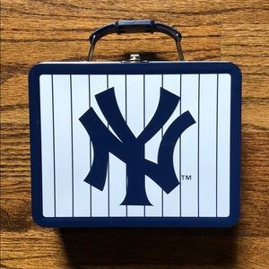 Kids small Yankees navy and white tin lunch box